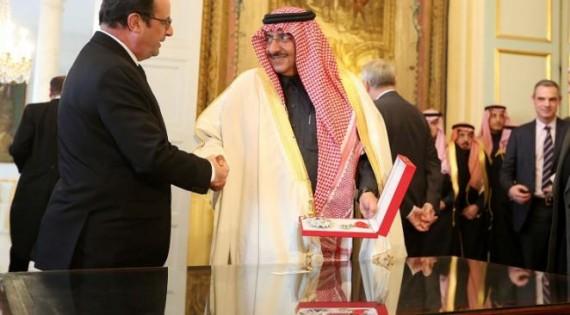 Hollande-décore-Légion-honneur-ministre-Intérieur-saoudien-e1457358847512