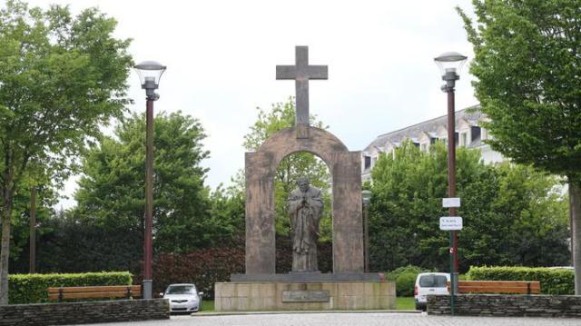 NEWS :  Statue Jean-Paul ll - Ploermel - Bretagne - 05/05/2015