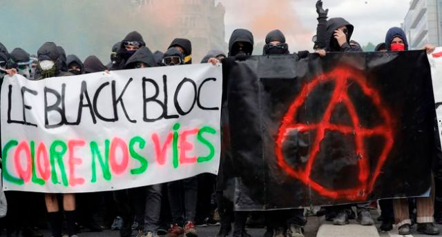 2516756-protestors-dressed-in-27549114